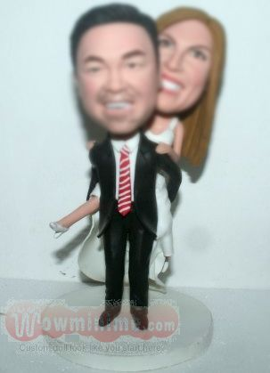 Groom carring bride cake toppers BW19